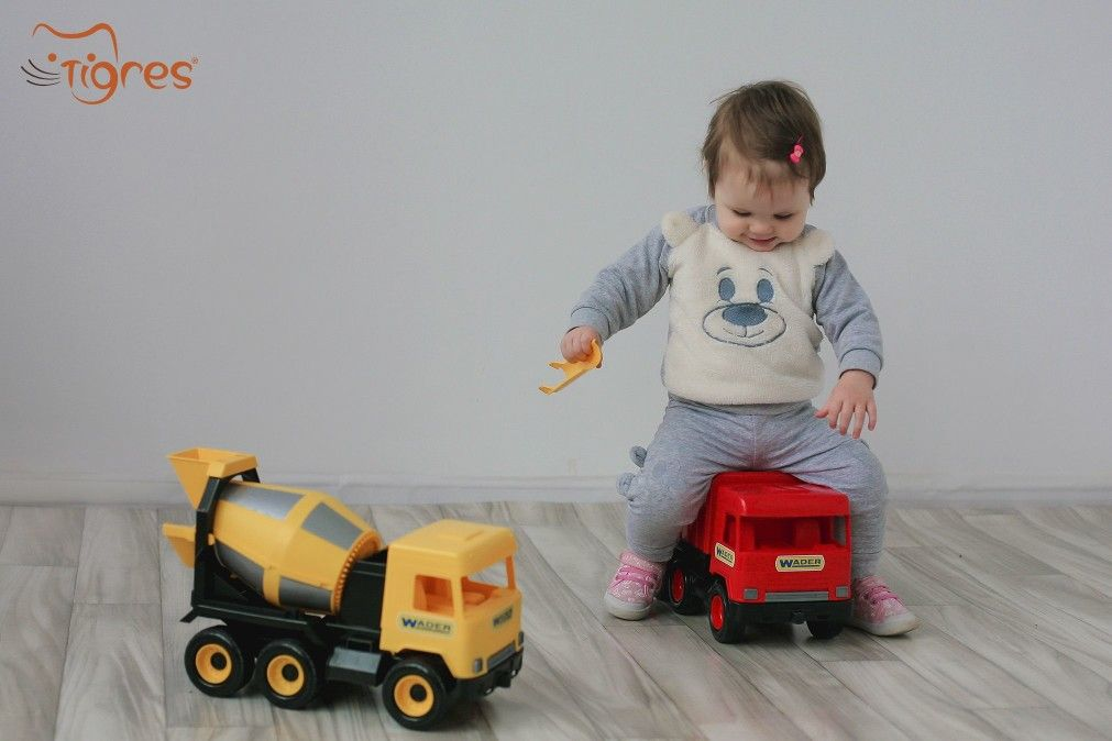 Фото - Девочкам куклы, мальчикам машинки?