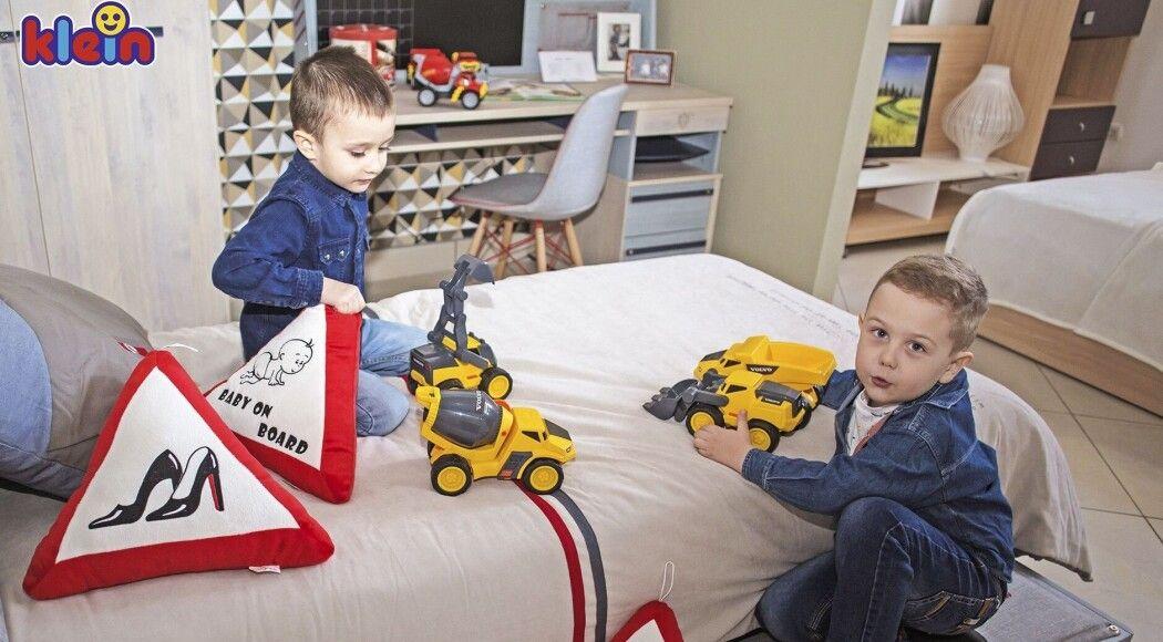 Фото - Машинки Volvo & Hot Wheels – копія справжніх авто для юних будівельників