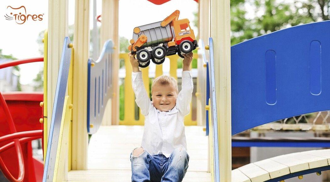 Фото -  Middle truck - іграшкова  машинка, що витримує навантаження у 120 кг!