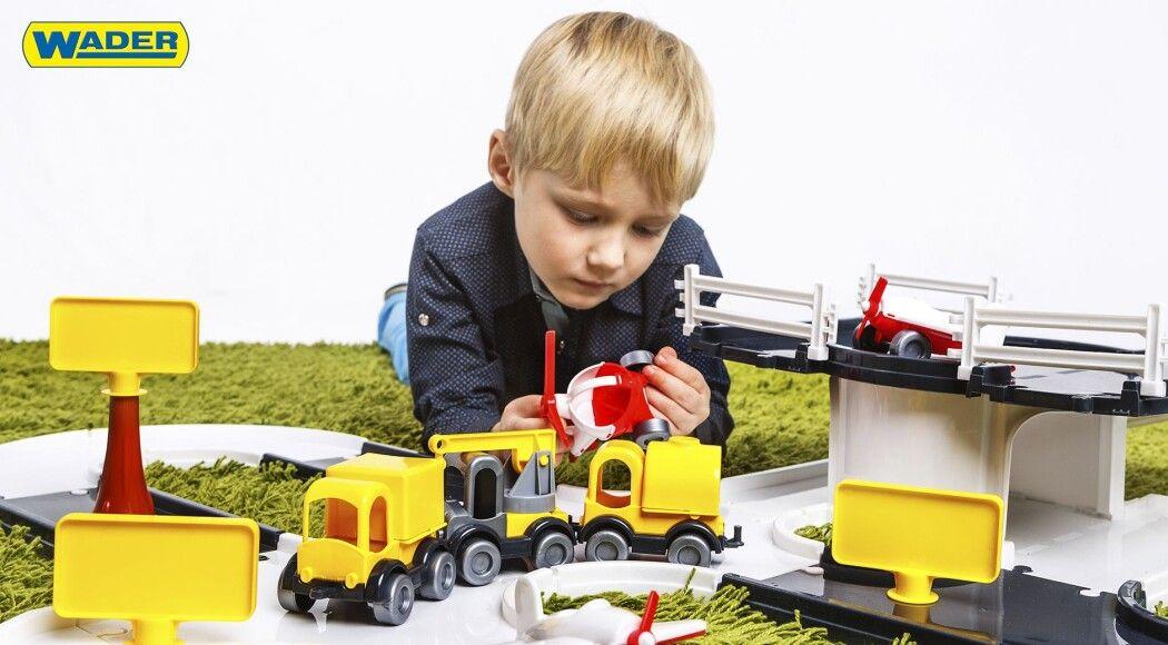 Фото - Парковка, гараж чи трек WADER – одна  іграшка для кількох поколінь