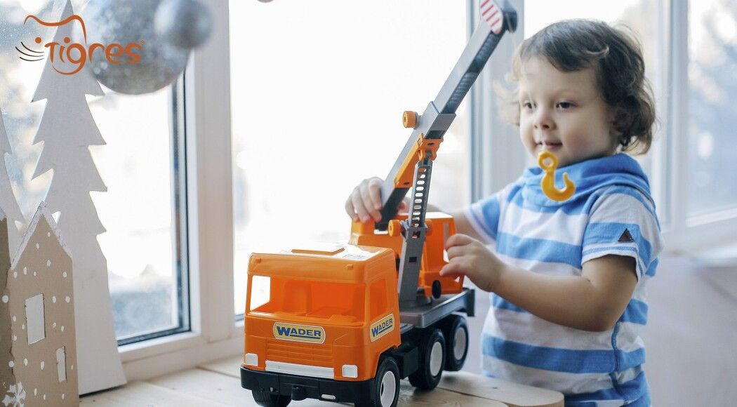 Фото - Серія Middle truck - іграшкова спецтехніка для гри та розвитку