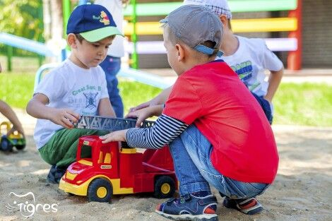 Фото - Песочница: учимся делиться и договариваться!