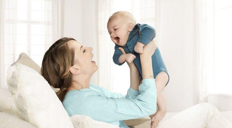 Фото -  Сучасні матусі купують дітям перший гаджет у шість місяців
