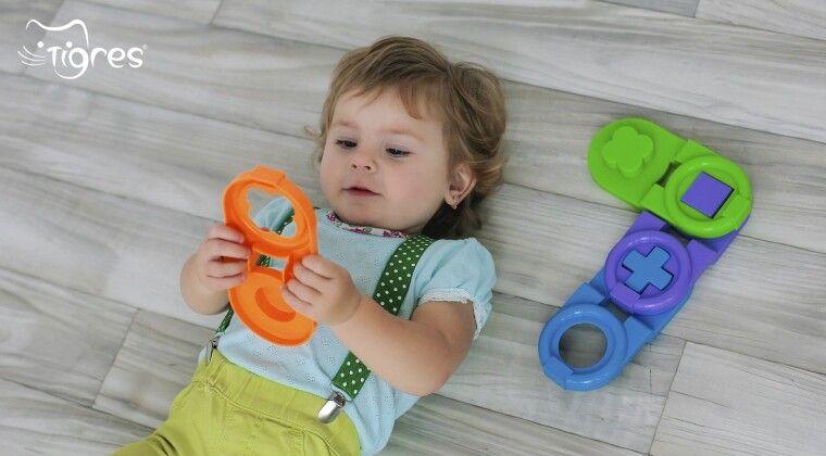 Фото - Чи повинен вміти гратися сам однорічний малюк?