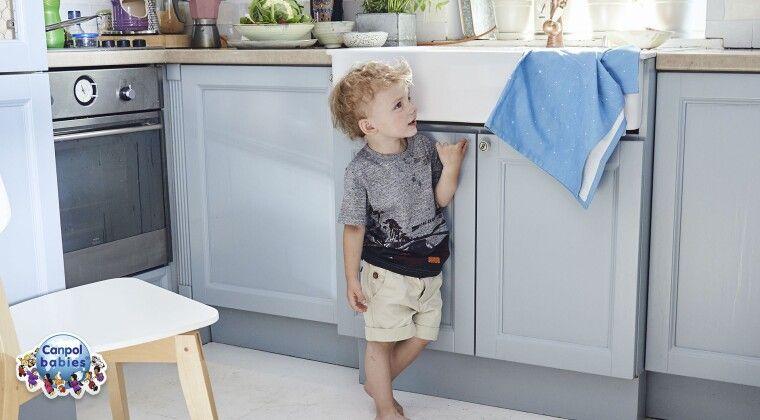 Фото - Захист від дітей на меблі та розетки - безпека дитини в будинку