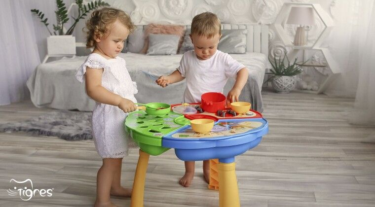 Фото - Ігровий столик - універсальний подарунок на перший День народження